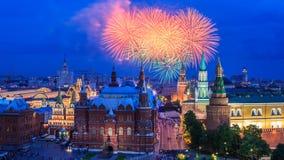 Fuego artificial cerca de Moscú Kremlin fotografía de archivo libre de regalías