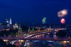 Fuego artificial cerca de Moscú Kremlin Foto de archivo