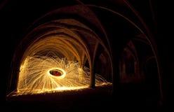 Fuego artificial de la abadía de las fuentes en la noche Imagen de archivo