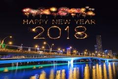 Fuego artificial de la Feliz Año Nuevo 2018 con el puente del jubileo en la noche, Singa Imagen de archivo