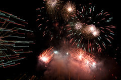 Fuego artificial del día de fiesta. Fotografía de archivo libre de regalías