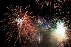 Fuego artificial del día de fiesta. Fotografía de archivo