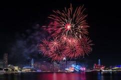 Fuego artificial del ` s del día nacional de Singapur Imágenes de archivo libres de regalías