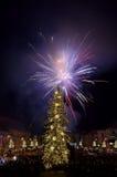 Fuego artificial del ` s Eve del Año Nuevo Imágenes de archivo libres de regalías