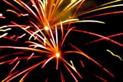 Fuego artificial detalladamente en el fondo de la celebración de la noche Imágenes de archivo libres de regalías