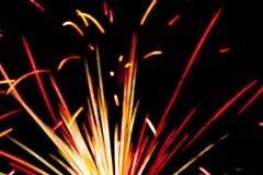 Fuego artificial detalladamente en el fondo de la celebración de la noche Fotos de archivo libres de regalías