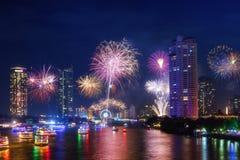 Fuego artificial en la ciudad de Bangkok Fotos de archivo