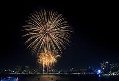 Fuego artificial en la costa de Pattaya, Tailandia Imágenes de archivo libres de regalías