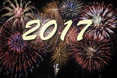Fuego artificial en los Años Nuevos 2017 Imagen de archivo libre de regalías