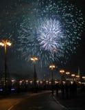 Fuego artificial en Moscú Fotos de archivo