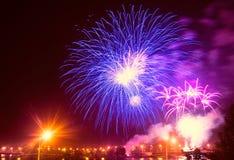 Fuego artificial festivo en ultravioleta Foto de archivo libre de regalías