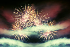 Fuego artificial fresco de la noche Fotografía de archivo libre de regalías