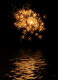 Fuego artificial reflejado Foto de archivo libre de regalías