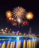 Fuego artificial sobre el puente del jubileo, Singapur Imagen de archivo