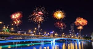 Fuego artificial sobre el puente del jubileo, Singapur Fotografía de archivo