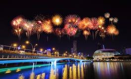 Fuego artificial sobre el puente del jubileo, Singapur Fotos de archivo