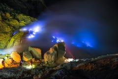 Fuego azul, volcán de Kawah Ijen fotografía de archivo libre de regalías