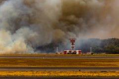 Fuego bajo del aeropuerto en el EL Salvadore, America Central Fotos de archivo