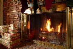 Fuego caliente acogedor de la chimenea Imagen de archivo libre de regalías