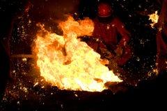 Fuego con el hombre en fondo imágenes de archivo libres de regalías