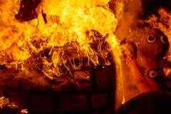 Fuego de Fallas que quema en el fest de Valencia en el 19 de marzo Imagen de archivo