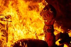 Fuego de Fallas que quema en el fest de Valencia en el 19 de marzo Fotografía de archivo