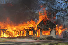 Voraz incendio en Neuquen en Centro Pyme