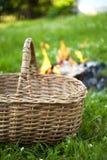 Fuego de la cesta y del campo Imágenes de archivo libres de regalías