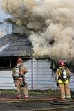 Fuego de la estructura de los bomberos foto de archivo libre de regalías