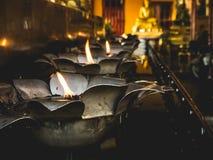 Fuego de la lámpara de aceite en templo Imagen de archivo libre de regalías