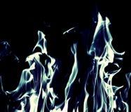 Fuego de la llama azul en fondo negro Fotos de archivo