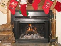 Fuego de la Navidad de la familia foto de archivo