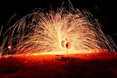 Fuego de la vuelta de la gente Imagen de archivo