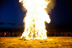 Fuego de limpiamiento antes del Año Nuevo oriental Imagen de archivo libre de regalías