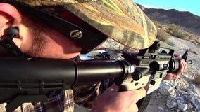 Fuego de PRUEBA del rifle AR-15 10 SLO MES X almacen de metraje de vídeo