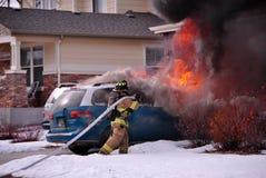 Fuego del coche que amenaza imagen de archivo libre de regalías