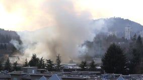 Fuego del complejo de apartamentos almacen de video