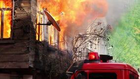 fuego en casa de madera almacen de video