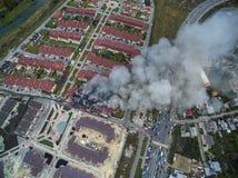 Fuego en casa urbana Foto de archivo libre de regalías