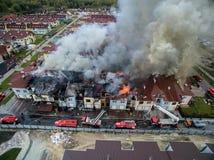 Fuego en casa urbana Foto de archivo