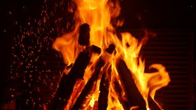 Fuego en chimenea almacen de video