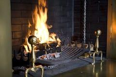 Fuego en chimenea Imagen de archivo libre de regalías