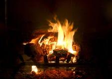 Fuego en chimenea Fotografía de archivo libre de regalías