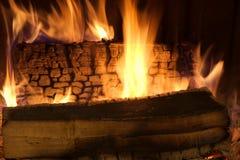 Fuego en chimenea Foto de archivo libre de regalías