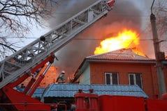 Fuego en el área residente, Astrakhan, Rusia Imagenes de archivo