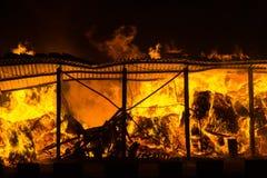 Fuego en el almacén fotografía de archivo