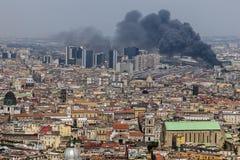Fuego en el centro de la ciudad de Nápoles, Italia Fotografía de archivo libre de regalías