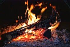 Fuego en el horno imagenes de archivo