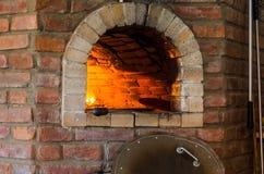 Fuego en el horno de piedra Imagen de archivo