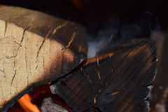 Fuego en el lugar del fuego foto de archivo